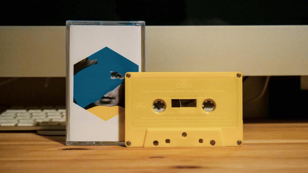 グラミー賞を受賞したBECKの新作アルバム「COLORS」のカセットテープ