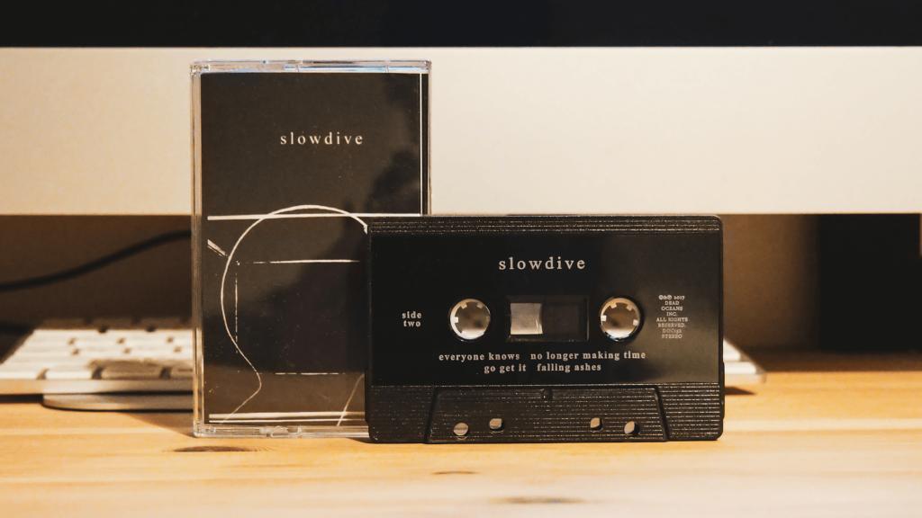 22年ぶり!新作アルバム「slowdive」のカセットテープ