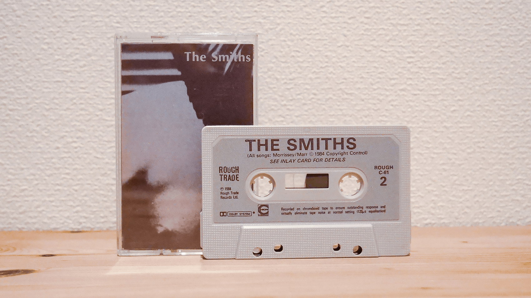 80年代イギリスのロックバンドThe Smithsの1st「The Smiths」のカセットテープ