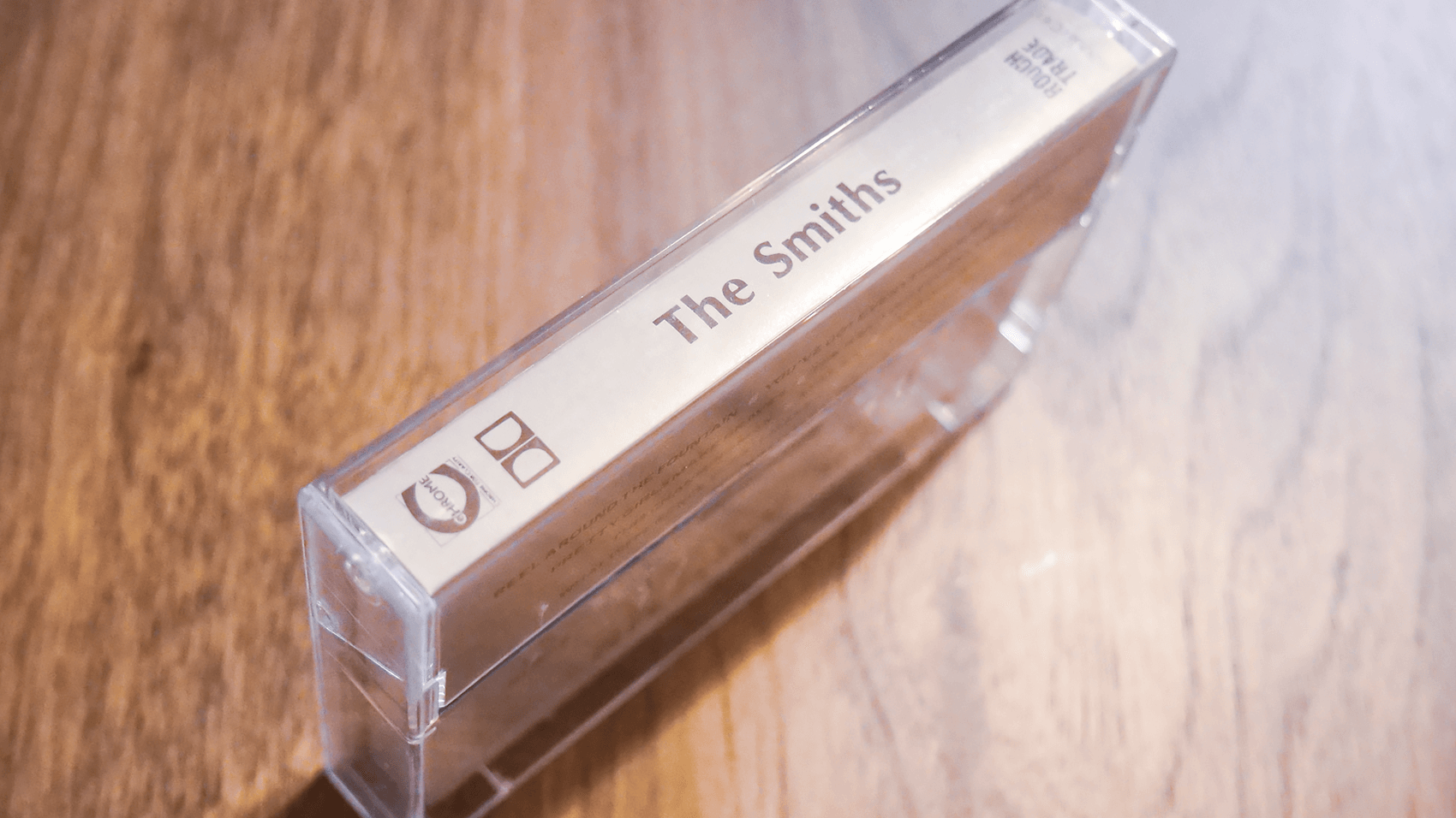 カセットテープの側面