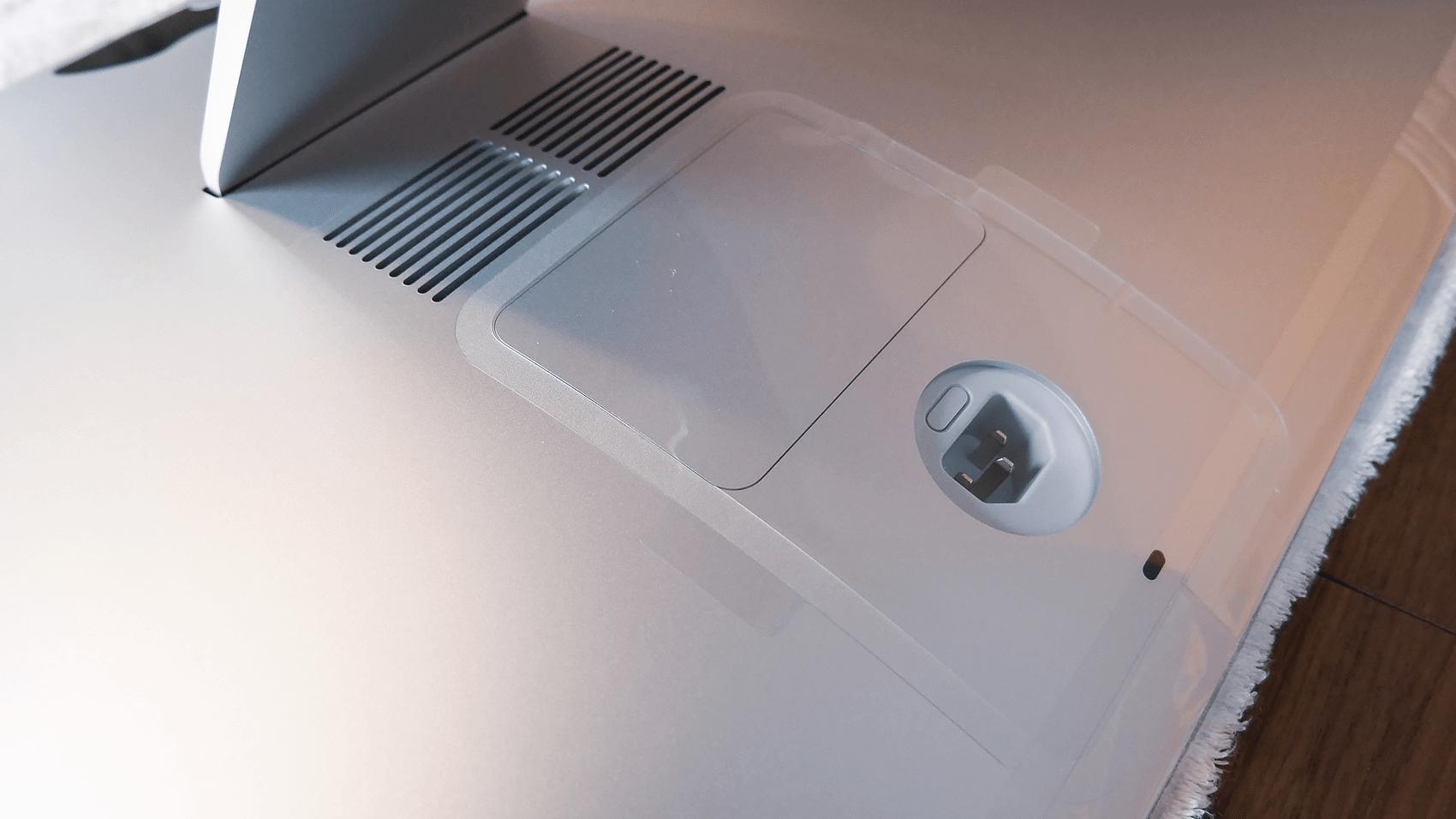 macの裏側のメモリドア