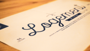 塗料「Logement(ロジュマン)」の筆記体ロゴとラベルデザイン