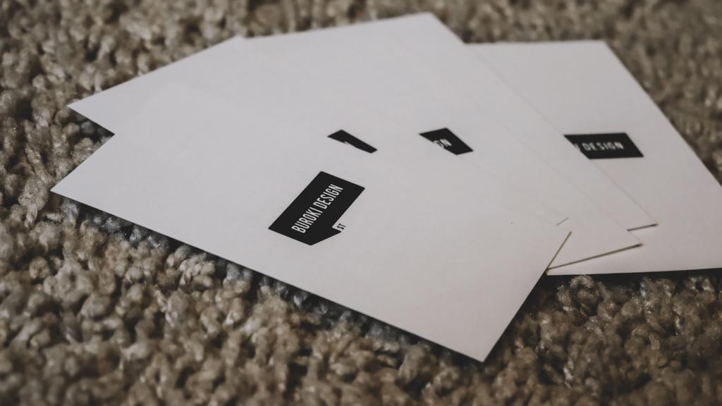 開業1周年を記念して制作した名刺型のメッセージカードデザイン