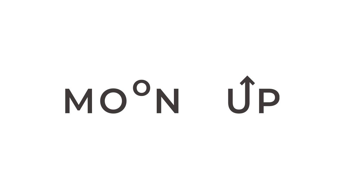 MOONとUPの文字ロゴ