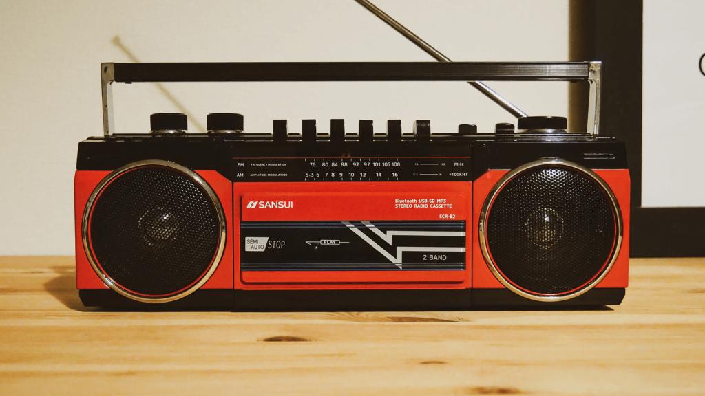 家で聴くときはSANSUIのステレオラジオカセット