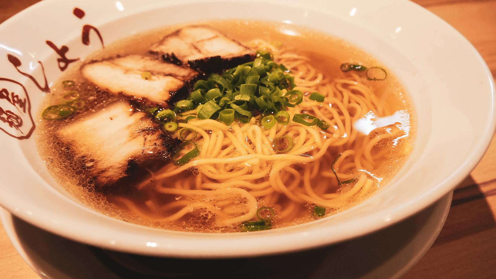 駒川商店街の上海料理店「魔都(まと)」にて塩ラーメンを食す