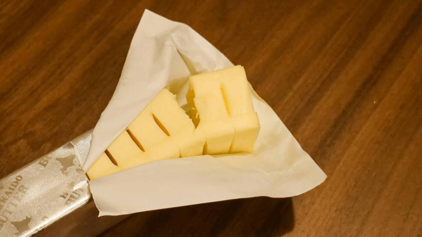 北海道バターはふた切れ