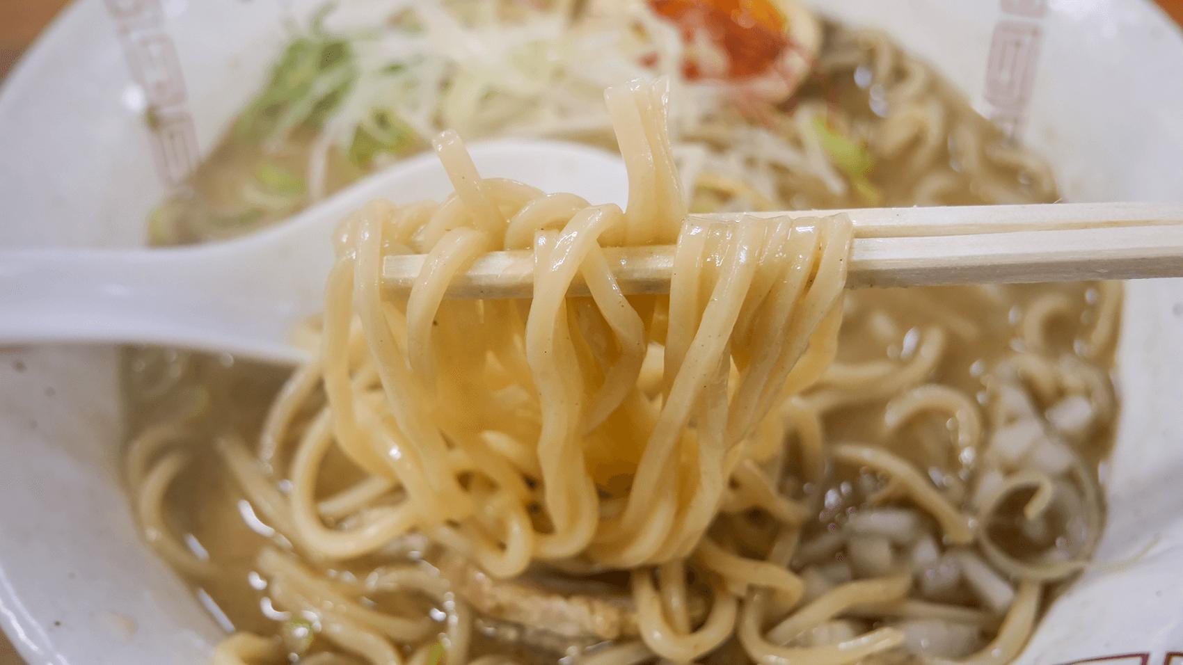 らーめん弥七の醤油ラーメンの麺