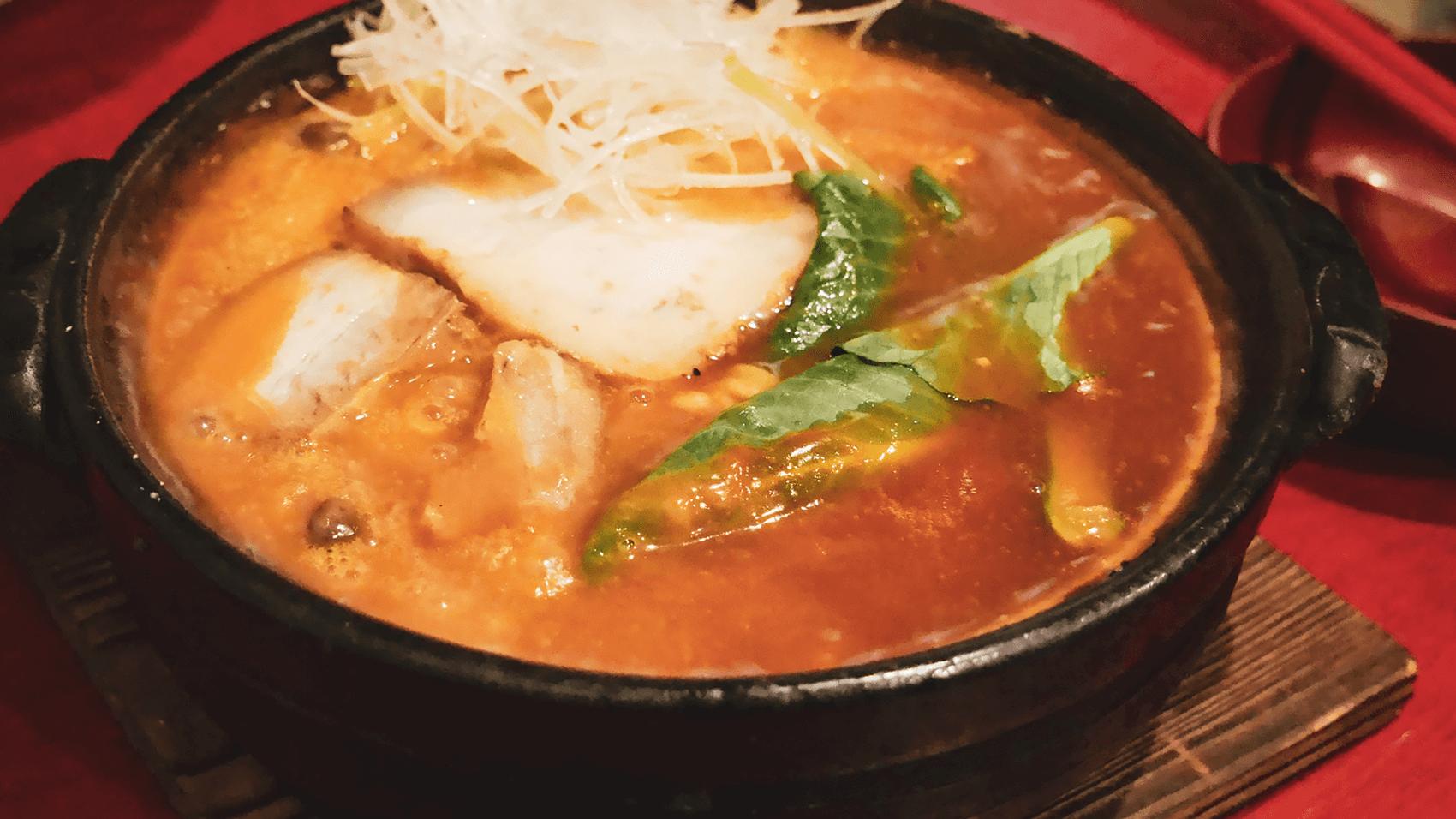 身も心も紅に染まる!?駒川商店街にある「お多ふく」でトマトラーメンを食す
