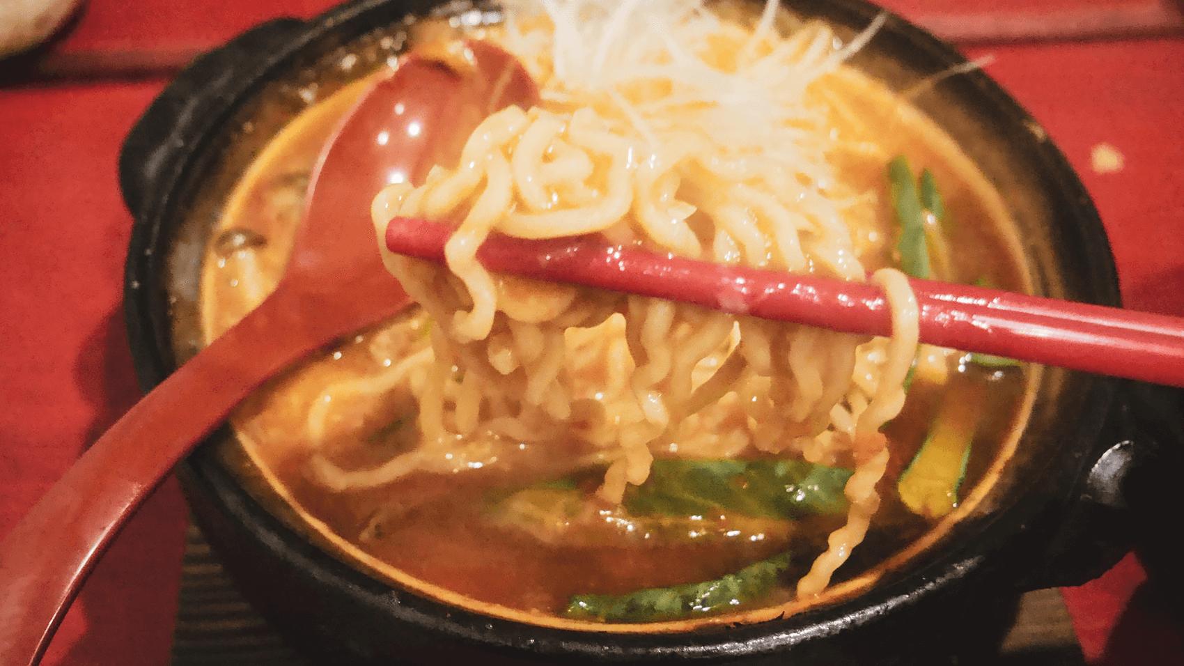 トマト鍋ラーメンの麺