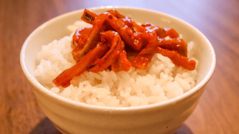 山田商店の生イカキムチを食べると、旨すぎて他のキムチが食べられなくなります