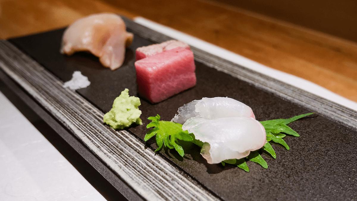 ツブ貝とトロと鯛の刺身