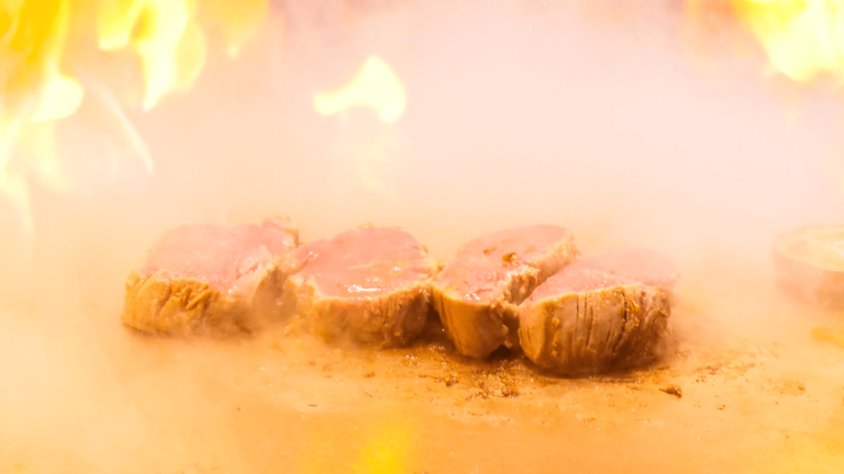 GEMSなんばにある老舗ステーキ店「ニュー松坂」で贅沢鉄板焼ランチ