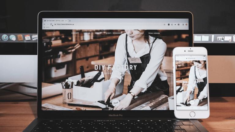 ギャラリーサイトに掲載された!DIY FACTORYのwebサイトデザイン